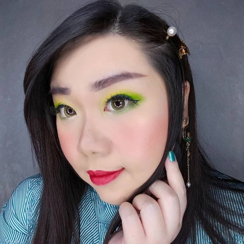 Yellow and Green eye makeup!Products used :- Base :@rollover.reaction cushion.@makeoverid concealer.@emdeeclinic loose powder.- Eyes :@ucanbemakeup Sweet Party Eyeshadow Palette (Fruit Punch).@madame.gie eyeready liner.@thefaceshop.official Designing Eyebrow Pencil.@blinkcharm lashes - Sensual Curls #7.- Face :@wetnwildbeauty MegaGlo Illuminating Palette Eclairage. @citycolorcosmetics Glow Pro Stella Iridescent Highlighting Palette.MakeOver Contour Kit.- Lips :@itsomgbeauty Lip Cream 01 Dreamy.#makeuplook  #BeauteFemmeCommunity #SbyBeautyBlogger #clozetteid #startwithSBN #socobeautynetwork