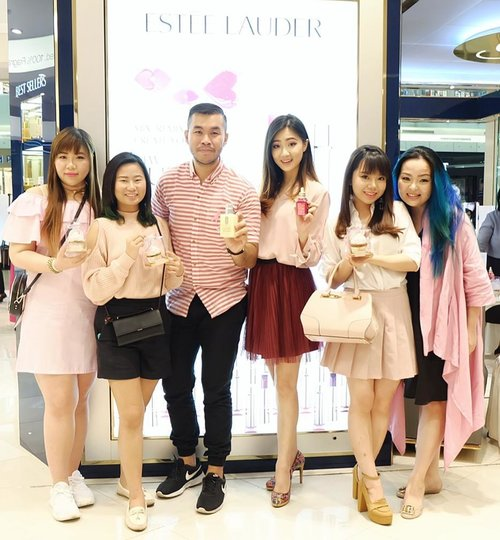 Thank you @esteelaudercompanies for having us today and educate us on breast cancer.  We had a private,  exclusive session with cancer survivor and warrior from @lovepinkindonesia and learned so much from them,  especially the need to self-check (SADARI)  every month (7-10 days after your period starts)  to detect if there is any difference/abnormalities on our breasts because early detections means a much bigger chance of survivor!  You can also shop for limited edition products at  @esteelauder @cliniqueindonesia @bobbibrownid which part of the sales go to cancer foundations.  Thank you @cynthiansunartio for inviting!  #pinkribbon #pinkribbon25 #pinkribbonindonesia #breastcancerawareness #breastcancerawarenessmonth #event #surabaya #surabayaevent #blogger #clozetteid #sbybeautyblogger #bloggerceria #beautynesiamember #bbloggerid #indonesianblogger #beautyblogger #surabayablogger #indonesianbeautyblogger #surabayabeautyblogger #influencer #beautyinfluencer #influencersurabaya #pink #dressedinpink