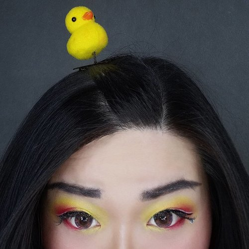 Chirp chirp... #quarantine #quarantinemakeup #dirumahaja #clozetteid #sbybeautyblogger #makeup #ilovemakeup #clozetteid #sbybeautyblogger #bloggerceria #chick #yellow #eyemakeup #yelloweyemakeup #sunseteyelook #yelloweyeshadow #beautynesiamember #bloggerperempuan #indonesianfemalebloggers #girl #asian  #bblogger #bbloggerid #influencer #influencersurabaya #influencerindonesia #beautyinfluencer #surabayainfluencer #indonesianbeautyblogger #surabayabeautyblogger