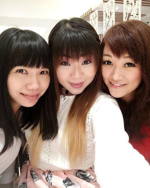 Best friends are sisters by heart!  #bff #bffgoals #mybestfriendsarebetterthanyours #friendshipgoals #friendsforlife #girls #ladies #mommies #juniorhighpals #truefriends #familythatwechoose #lifestyle #pinkandundecided #clozetteid #clozettedaily #loveyamybitches #blogger #surabaya #indonesianblogger #indonesianlifestyleblogger #surabayablogger #surabayalifestyleblogger #20yearsandcounting #20yearsoffriendship #notaseasonalfriendship #asian #fringesquad #throwback #ombre #ombrehair