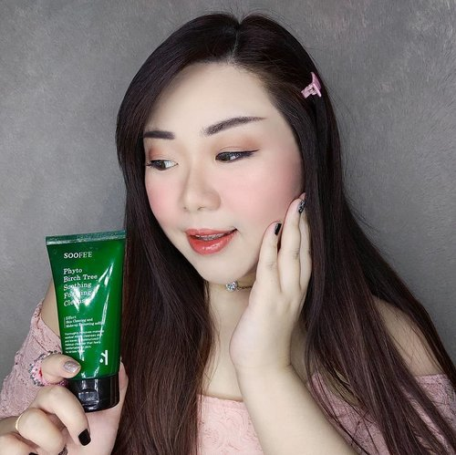 Looking for a mild, gentle but able to get rid of any dirt and sebum facial wash for everyday use? I've been enjoying @soofee_official Phyto Birch Tree Sooting Foaming Cleanser lately, it's very gentle and kind to my skin so i won't hesitate to recommend it to all of you.Containing Birchganic from Birch Tree grown for over 40 years, it is made of 55% Birch leaf extract and 20% of birch tree sap making it has Natural Green Recovery Complex.I use only a little bit everytime as a little goes a long way since the foaming cleanser is light but very rich and creamy. If feels super gentle and pleasant to use.Edit : i forgot to write that i believe it's suitable for all skin types! Most super gentle cleansers like this one are 😊.Get your hands on them only at my Charis Shop (Mindy83) or typehttps://bit.ly/soofeeMindy83 to go directly to the page!#PhytoBirchtreeSoothingFoamingCleanser #cleansingfoam #soofee  #CHARIS #charisceleb #reviewwithMindy #facialcleanser #beautefemmecommunity#kbeauty #koreanskincare #koreancosmetics #asian #clozetteid #sbybeautyblogger #beautynesiamember #bloggerceria #bloggerperempuan #bbloggerid #jakartabeautyblogger #review #influencer  #SURABAYABEAUTYBLOGGER #endorsement #endorsementid #endorsersby #girl #openendorsement #socobeautynetwork #startwithSBN #koreancleanser