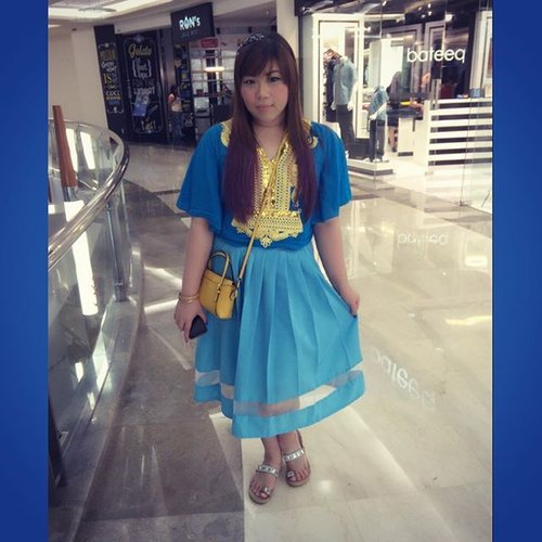 Went to the mall straight from the wedding and got a lot of stares #lolThe goal was really a #moroccanstyle but thanks to my habitbof not checking outfits that imma wear, i belatedly realized that the #blue thingy is not a kaftan dress but a top so i had to improvise and somehow ended up looking very #gypsystyle instead! Gotta werk it anyway so ali added #blingheadband and stacks of #goldbangles ! Calling this look my #esmeralda style coz ir reminds me of her! Hahaha!#ootd #thematiclook #gypsi #girl #asian #ootd #fashion #clozetteid #blogger #bblogger #indonesianblogger #surabayablogger #fashionblogger