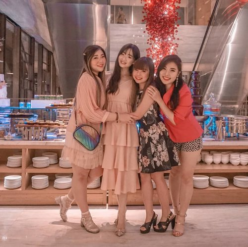 Happiest bday lil' sis @cynthiansunartio , wishing u nothing but the best! Hope you will attain all of your dreams and attracts positive things your way -  including a drama free, heartache free relationship!#birthdaycelebration#girls #ladies #asian #mygirlsquadisbetterthanyours #friendsgoals #ootd #ootdid #ootdindonesia #ootdindo  #blogger #bblogger #bbloggerid #influencers #surabaya #surabayainfluencer #beautyinfluencer #influencersurabaya #fashion #personalstyle #vlogger #clozetteid #sbybeautyblogger #bloggerceria #lifestyle #hangout #surabayablogger #sbybeautyblogger #bloggerperempuan