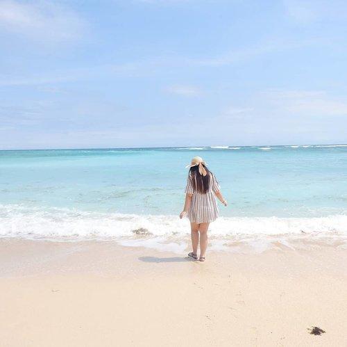 Posting a pic of the sea while vacationing in the mountain is lyfe 😁! #pinkinbali #bali #beach#clozetteid #sbybeautyblogger #beautynesiamember #bloggerceria #influencer #beautyinfluencer #jalanjalan #wanderlust #blogger #bbloggerid #beautyblogger #indonesianblogger #surabayablogger #travelblogger  #indonesianbeautyblogger #travelinfluencer #girl  #surabayainfluencer #travel #trip #pinkjalanjalan #ootd #ootdid  #bloggerperempuan #pandawabeach #holidayfashion  #balibeach