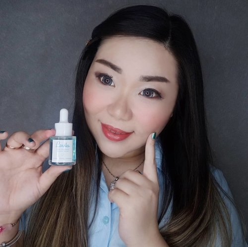 Been using @lovilabeauty Glow Activation Booster Serum for 8 days now and i can sincerely say that i love it!  No wonder it is known as a super serum, this water based (very light, gets absorbed into the skin super fast but gives deep hydration) serum is enriched with antioxidant and it is kind to the skin as it contains no alcohol, parabane, solicone, mineral oil and is already BPOM certified.  Only need 2-3 drops for the entire face and i've been using it morning and night, also as a glowing primer before puttin on makeup.  Suitable for all skin types and contains 4% niacinamide, 2% centella asiatica, sodium hyluronate, licorice, collagen, butylene glycol and gliceryn as their top ingredients making it the real glow booster, a vitamin booster for your skin ☺️. The most prominent result that i can see from using this serum in the past 8 days is how it helps my allergic-induced acne heals much faster and the marks fades much quicker as well.  Recommended and approved by Mindy for sure!  Thank you @mecapanbeauty !  #lovila #sekaliolesglowing #glowisourgoal #BeauteFemmeCommunity #reviewwithMindy #clozetteid  #sbybeautyblogger #bloggerindonesia #bloggerceria #beautynesiamember #influencer #beautyinfluencer #surabayablogger #SurabayaBeautyBlogger #bbloggerid #beautybloggerid #bloggerperempuan #beautysocietyid #indonesianfemalebloggers #indobeautysquad #itsbeautycommunity #girl #asian #endorsement #endorsersby #endorsementid #skincare #serum #skincare #skincarereview