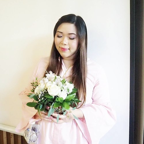 Happy Valentine's Day guys,  no matter if you celebrate it or couldn't care less about it,  i wish you have a wonderful day filled with love 😘#happyvalentinesday #valentine #valentinesday #pink #flower #onetoneflowerarrangement #girl #asian #clozetteid #beautynesiamember #sbybeautyblogger #bloggerceria #blogger #bblogger #bbloggerid #influencer #girlygirl #dressedinpink #beautyinfluencer #fashion #lifestyle #personalstyle #surabaya #surabayablogger #surabayainfluencer #influencersurabaya #surabayabeautyblogger #indonesianblogger #fashionblogger #iindonesianbeautyblogger