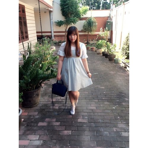 Yesterday's #ootd #blue and #white #jellyshoes #lapalette #bag because #koreanbrandedbag for a  #koreancosmeticbrandevent right? #lol #outfit #fashion #girly #babyblue #sundress #socks #blogger #fashionblogger #indonesianblogger #surabayablogger #indonesianfashionblogger #surabayafashionblogger #clozetteid #clozetteidgirl