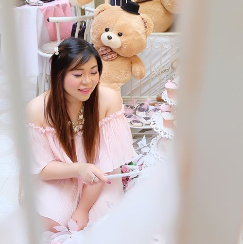 A fairy is ready to grant you of your wishes... Except that maybe i would be tempted to keep them myself 😄😄😄 #teddybear #pink #pinkandwhite #onepose #oneposecafe #girl #asian #kawaiiaesthetic #kawaiilife #clozetteid #beautyblogger #sbybeautyblogger #beautynesiamember #bloggerceria #ootd #ootdid #surabaya #bblogger #bbloggerid #surabayabeautyblogger #ootdindonesia #jstyle #girlygirl #beautybloggerindonesia #beautyblogger #influencer #personalstyle #kawaiifashion #beautyinfluencer #pinklife