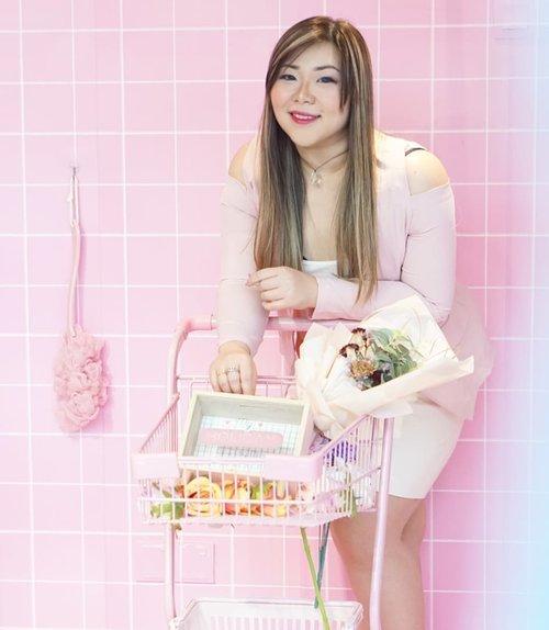 Flower, anyone?#blooms #bloomscafepenang #penangcafe#pinkinmalaysia #pinkinpenang#clozetteid #sbybeautyblogger #beautynesiamember #bloggerceria #influencer #beautyinfluencer #jalanjalan #wanderlust #blogger #bbloggerid #beautyblogger #indonesianblogger #surabayablogger #travelblogger  #indonesianbeautyblogger #travelblogger #girls #surabayainfluencer #travel #trip #pinkjalanjalan #pink  #bloggerperempuan #kawaiiaesthetic #kawaiilife