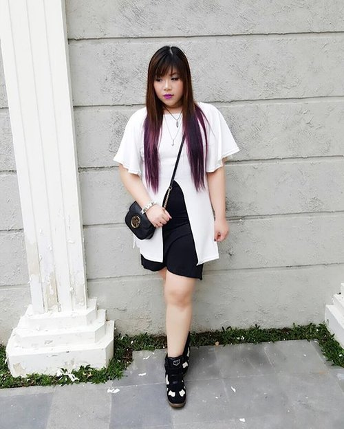 Today's #blackandwhiteoutfit for @makeoverid 's #surabayabeautyblogger 's #gathering #dresscode #monochromatic #monochromaticoutfit #ootd #outfit #lotd #ootdid #ootdindonesia #black #white and #purple #blogger #bblogger #indonesianblogger #personalstyle #personalstyleblogger #indonesianpersonalstyleblogger #surabayapersonalstyleblogger #clozettedaily #clozetteid #ombre #ombrehair #purplehair #girl #asian