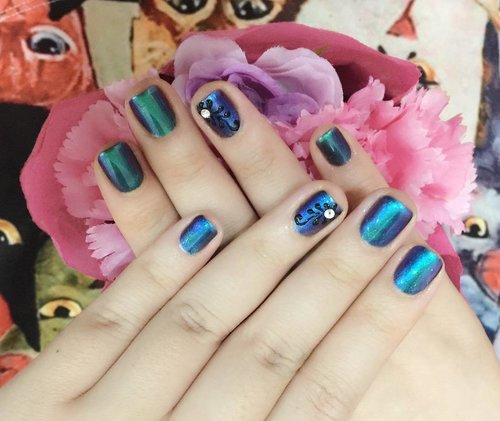 Beautiful #chromenails by @menail.salon 😍😍😍, loving my #mermaidnails so much!!! #nailsalon #nailsalonsurabaya #allaboutnails #nailtreatment #manicure #blogger #bblogger #beautyblogger #bbloggerid #clozetteid #clozettedaily #indonesianblogger #indonesianbeautyblogger #surabaya #surabayablogger #surabayabeautyblogger #sbybeautyblogger #pamperingmyself #endorse #sponsored #mirrorpowder #chromenailart #gelnails