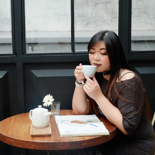 Continuing on my blogger/Instagrammer approved cafe, my next recommendation is @caturraespresso . Lovely cafe with clean, bright ambience, perfect photos are guaranteed. Friendly, nice service, good coffee, no nonsensical photography rules : recommended!#cafe #caferecommendation #surabaya #surabayacafe #cafesurabaya#girl #asian #ootdid #ootdindo #ootdindonesia  #clozetteid #sbybeautyblogger #beautynesiamember #bloggerceria #blogger #bblogger #beautyblogger #influencer #influencersurabaya #surabaya  #beautyinfluencer #personalstyle #fashionblogger #personalstyleblogger #notasize0 #comfortableinmyownskin#effyourbeautystandards #celebrateyourself  #bloggerperempuan
