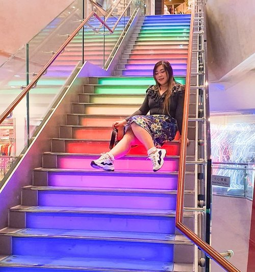 No honey really, i really don't need your compliment if it's nothing but a backhanded one. I'm gooood... #pinkinhongkong #kawaii #colorful #colorfulstairs#hongkongmall#clozetteid #sbybeautyblogger #beautynesiamember #bloggerceria #influencer #jalanjalan #wanderlust #blogger #indonesianblogger #surabayablogger #travelblogger  #indonesianbeautyblogger #indonesiantravelblogger #girl #surabayainfluencer #travel #trip #pinkjalanjalan #lifestyle #bloggerperempuan  #asian  #hongkong #hongkong🇭🇰 #exploretheworld #itchyfeet
