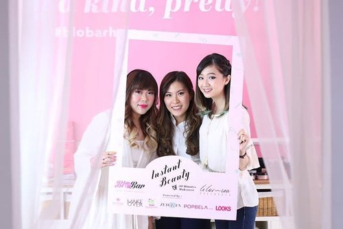 Yesterday's fun,  thank you @merrieelizabeth for having us (and special thanks to @cynthiansunartio 😘). Pretty pics by @chandiphotography  @blobarhair  @lilomuaeyelash #instantbeauty #event #BloBarHair #lilomuaeyelashes #beauty #blobar #blobarsurabaya #surabaya #surabayahairsalon #beautyevent #surabayaevent #surabayabeautyevent #girls #pinkandwhite #clozettedaily #clozetteid #blogger #bblogger bbloggerid #indonesianblogger #indonesianbeautyblogger #sbybeautyblogger #surabayablogger #surabayabeautyblogger