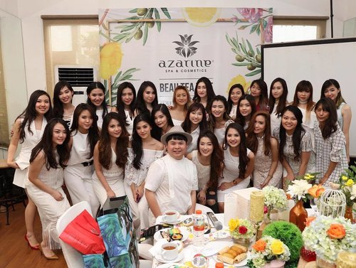 #goodmorning ! Starting the day with something that makes me smile, yesterday's #event with @azarineofficial - it was really fun and creative! I will be sharing the details in my blog shortly, stay tuned!  #defineyourbeauty #azarine #azarinespacosmetics #beauteatime #azarinebeauteatime #blogger #surabaya #bblogger #bbloggerid #beautyblogger #indonesianblogger #indonesianbeautyblogger #surabayablogger #surabayabeautyblogger #surabayaevent #beautyevent #surabayabeautyevent #sbybeautyblogger #clozettedaily #clozetteid  #girls #ladies #white #dressedinwhite #dresscodewhite