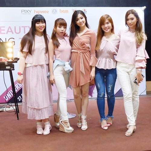 @_aphrodites_ ladies at @pixycosmetics and @hipwee 's Beauty & Inspiring Talk .Report here : http://bit.ly/pixybeautytalk .#pixy #pixycosmetics#pixybeautyandinspiringtalk #pink #SurabayaBeautyBlogger#beautybloggerindonesia #beautyevent #eventsurabaya #beautyevent #bblogger  #bbloggerid #influencer #influencerindonesia #surabayainfluencer #beautyinfluencer #beautybloggerid #beautybloggerindonesia  #beautynesiamember #clozetteid #girl #asian #sbybeautyblogger  #beautynesiamember #influencersurabaya #surabaya #bloggerceria #surabayaevent #surabayablogger