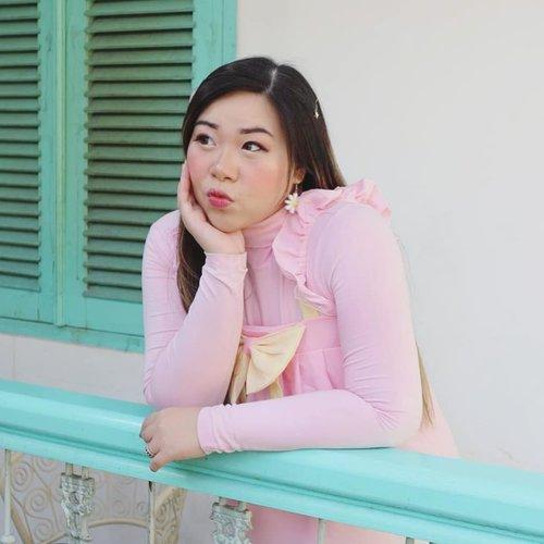 Manyun memikirkan kalean yang daftar BFC tapi gak click join open chat, puluhan lho! Bikin kami lembur ea... But we had so much fun and laughs seharian kemarin sih hahaha.. #throwback #paviljoen #paviljoensurabaya  #indonesianfood #clozetteid #sbybeautyblogger #beautynesiamember #bloggerceria #influencer #blogger #indonesianblogger #surabayablogger  #indonesianbeautyblogger  #surabayainfluencer  #bloggerperempuan  #asian #lifestyle #lifestyleblogger #lifestyleinfluencer #restaurant #indonesianrestaurant #surabaya #surabayaresto #girl #vintage #vintagestyle #ootd #ootdid #pink