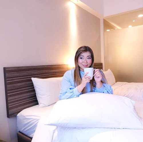 Seriously need my warm cup of coffee every morning when i wake up. It is an addiction, but boy isn't it better than drugs 🤣. #staycation#holidayinnexpress #holidayinnexpresssurabaya #hotel #aphrodites #aphroditescollab #aphroditesxholidayinnexpress #aphroditesstaycation #girl #asian #lifestyle #lifestyleblogger #lifestyleinfluencer #clozetteid #sbybeautyblogger #beautynesiamember #bloggerceria #blogger #influencer #ootd #hotel #hotelroom #hotelreview #bblogger #bbloggerid #indonesianlifestyleblogger #indonesianblogger #surabayablogger