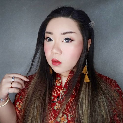 Sometimes i look at my own face and wonder why i look like i come straight out of a colosal China cartoon...  #clozetteid #sbybeautyblogger #makeup #ilovemakeup #motd #makeuplook #startwithsbn #socobeautynetwork #BeauteFemmeCommunity  #clozetteid #sbybeautyblogger #makeup #bloggerceria  #ilovemakeup #beautynesiamember #makeupaddict #bloggerperempuan #indonesianfemalebloggers #girl #asian  #bblogger #bbloggerid #influencer #influencersurabaya #influencerindonesia #beautyinfluencer #beautysocietyid  #surabayainfluencer #jakartabeautyblogger