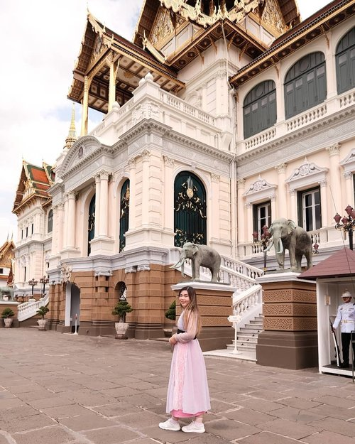 Stay safe everyone, wash your hands often, eat healthily and take vitamins - and most importantly, do not panic!  Hope this whole thing will tide over soon and we can roam the world freely and safely again, fingers tightly crossed!  #thegrandpalace #thegrandpalacebangkok #bangkokgrandpalace  #bangkok #pinkinthailand  #clozetteid #sbybeautyblogger #beautynesiamember #bloggerceria #influencer #jalanjalan #wanderlust #blogger #indonesianblogger #surabayablogger #travelblogger  #indonesianbeautyblogger #indonesiantravelblogger #girl #surabayainfluencer #travel #trip #pinkjalanjalan #bloggerperempuan  #asian  #thailand #bunniesjalanjalan #pinkinbangkok #traveltheworld #itchyfeet