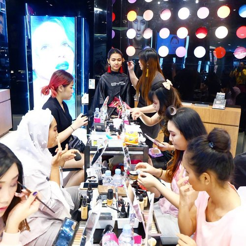 The situation last Saturday with the 6 finalist for @byscosmetics_id Valentine Makeup Challenge!  I picked the Dazzling Pink Theme to recreate so all finalists ended up with pretty pink makeup with dazzling complexion!  Thank you for taking up the challenge guys (sorry i was so sick i was no fun), are y'all up for another round?  #bys #bysindonesia #byscosmetics  #makeupdemo #dazzlingpink #makeupcompetition  #clozetteid #makeup  #sbybeautyblogger #bloggerceria #beautynesiamember #blogger #bbloggerid #beautyblogger  #indonesianblogger #indonesianbeautyblogger #surabaya #surabayablogger #surabayabeautyblogger #influencer #beautyinfluencer #surabayainfluencer #influencersurabaya #makeupsession #event #infosurabaya #recreatemakeupcompetition #makeupchallenge #valentinemakeupchallenge