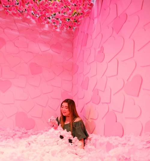 Just because i always try to stay humble and polite, doesn't mean you can walk all over me. Honey, i eat people for breakfast so don't even try me... #haluuworld #haluubanget #surabaluu #exhibition #instagrammableexhibition #pink#event #eventsurabaya#surabaya #surabayaevent#girl #clozetteid  #sbybeautyblogger  #bloggerindonesia #bloggerceria #bloggerperempuan #indobeautysquad  #influencer #beautyinfluencer #surabayainfluencer #surabayablogger #influencersurabaya  #indonesianbeautyblogger  #bloggerid #bblogger #bbloggerid #SurabayaBeautyBlogger #asian #lifestyle #lifestyleblogger