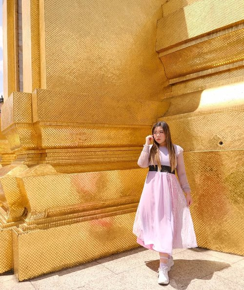 Feeling seriously Majestic in all spots in the Grand Palace, althought for certain people i am more Thanos - like than princess -  like , i guess Thanos is royalty too ?#grandpalace #thegrandpalace#grandpalacebangkok#bangkok#pinkinthailand #clozetteid #sbybeautyblogger #beautynesiamember #bloggerceria #influencer #jalanjalan #wanderlust #blogger #indonesianblogger #surabayablogger #travelblogger  #indonesianbeautyblogger #indonesiantravelblogger #girl #surabayainfluencer #travel #trip #pinkjalanjalan #bloggerperempuan  #asian  #thailand #bunniesjalanjalan #pinkinbangkok #ootd  #traveltheworld