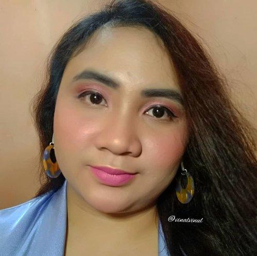 "This is my ""Type Of Makeup - Matte Makeup Look"" Makeup Collaboration with @beautycollab.id 💙 .Aku memang penyuka makeup matte karena memang cocok utk tipe kulit berminyak seperti aku. Dan aku memilih look PINKY MATTE ini ya karena I love Pink & Nuansa Pink di makeup itu bikin kita tambah fresh & cute. Jadi kelihatan lebih awet mudalah yaw 😊. Yuk, cek hasil makeup teman-teman aku... @lorrainebertha@derarya@dwinov89@vinalvinul@inabunaa@ndaruptrls_@ameynunnik@zia.rizqi@gertrudtatya@steffanyanggrelia@adeaprianitaa@iragunawan04@dia.kartika29@nuybiebeauteen@reginearly@ichanolita@nisanurida@fannykkim@indah_cu@sweetirtup@putritujuh@retno.anawati@foxxez_#TypeOfMakeupBeautyCollabID #MatteMakeupBCID #BeautyCollabID #BCollabID #clozetteid"