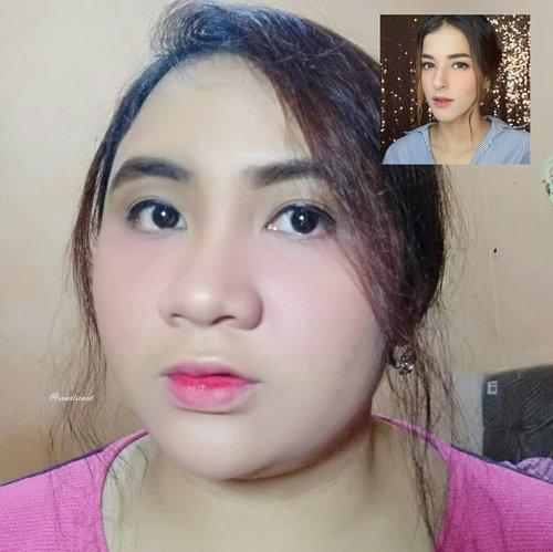 """Makeup look satu ini terinspirasi dari video YT @tasyafarasya yang judulnya """"Makeup Korea dimuka Arab"""" kalau nggak salah. Dan kebetulan aku penyuka natural ala-ala #koreanmakeup gitu & @girlssecretsquad.id adain #makeupcollaboration dengan tema """" Recreate @tasyafarasya """" ya sudah akhirnya memutuskan untuk mengambil look satu ini. Aku sebenarnya gak yakin nih karena bingung cara nguwel-uwel rambut kayak gitu itu gimana gitu wkwkwk tapi setelah berkutat dengan sisir & jepit, ya jadilah begini 😂Mohon maaf ini gak ada mirip-miripnya 😂. Yang penting sudah berusaha & mencoba & satu lagi genks """"makeup itu gak ada yang salah semua mempunyai ciri khas masing-masing"""" so mari berkreasi bersama & apreciate each other. 🤗Thank you 😘 #clozetteid #lavinareview #lavinamakeup #koreanmakeup #koreanmakeuplook #koreanlookmakeup #koreangirl #makeupkorea"""