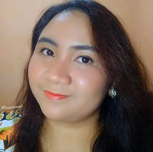 "<div class=""photoCaption"">Kemarin banyak yang tanya detail lip makeup & complexion yang aku pakai untuk recreate look dari @socun89 ini. Aku cuma pakai beberapa produk saja yaitu 🍩 LIPEN : @beautytreatscosmetic Lip Balm Mint + @eminacosmetics Magic Potion Sunglow 02 🍩 PRIMER : @langsre.id Peach Whitening Power Cream + @eminacosmetics Pore Ranger 🍩 FOUNDIE : @pixycosmetics BB Cream Beige + @purbasarimakeupid Alas Bedak Sawo Matang & masing-masing cuma 1/2 tetes 😱Aku memang cuma pakai 1 tetes doang agar hasilnya lebih natural, tidak dempul & harus rata semuka, its so hard genkss!! 😱 Thats why aku selalu bilang ini kelihatannya simple tapi prosesnya tidak sesimple yang terlihat 😂  <a class=""pink-url"" target=""_blank"" href=""http://m.id.clozette.co/search/query?term=koreanmakeup&siteseach=Submit"">#koreanmakeup</a>  <a class=""pink-url"" target=""_blank"" href=""http://m.id.clozette.co/search/query?term=koreanmakeuplook&siteseach=Submit"">#koreanmakeuplook</a>  <a class=""pink-url"" target=""_blank"" href=""http://m.id.clozette.co/search/query?term=koreanlook&siteseach=Submit"">#koreanlook</a>  <a class=""pink-url"" target=""_blank"" href=""http://m.id.clozette.co/search/query?term=koreanlookmakeup&siteseach=Submit"">#koreanlookmakeup</a>  <a class=""pink-url"" target=""_blank"" href=""http://m.id.clozette.co/search/query?term=koreanstyle&siteseach=Submit"">#koreanstyle</a>  <a class=""pink-url"" target=""_blank"" href=""http://m.id.clozette.co/search/query?term=simplemakeup&siteseach=Submit"">#simplemakeup</a>  <a class=""pink-url"" target=""_blank"" href=""http://m.id.clozette.co/search/query?term=simplelook&siteseach=Submit"">#simplelook</a>  <a class=""pink-url"" target=""_blank"" href=""http://m.id.clozette.co/search/query?term=freshmakeup&siteseach=Submit"">#freshmakeup</a>  <a class=""pink-url"" target=""_blank"" href=""http://m.id.clozette.co/search/query?term=freshmakeuplook&siteseach=Submit"">#freshmakeuplook</a>  <a class=""pink-url"" target=""_blank"" href=""http://m.id.clozette.co/search/query?term=lavinamakeup&"