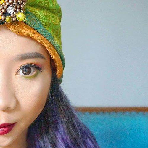 Untuk yg mw tampil beda saat Lebaran, bisa coba colourful makeup look ini 💚tutorialnya bisa nonton di #linkinbio 😉 . . #makeuptutorial #makeuplook #makeupindonesia #makeuplebaran #clozetteid #beautybloggerindonesia #beautyblogger #colourfulmakeup #makeupideas #makeupblogger