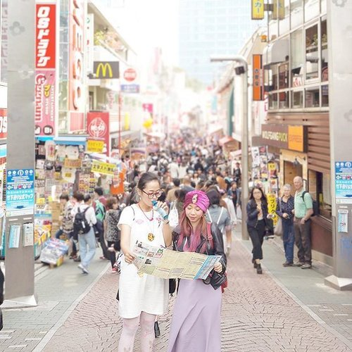 Friends don't let friends wear bad outfit especially when you're in Tokyo!! #harajuku #takeshitastreet #throwback #japan #clozetteid