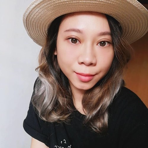adding some silver color to my hair😏 mix blue and purple color 💙💜..#radenayublog #haircolor #blondehair #ClozetteID #hairstyle #hairinspiration #silverhair