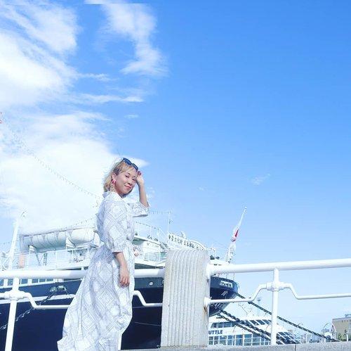 Yokohama terlihat lebih sexy dibanding Tokyo 😉 langit biru, angin sejuk, gak crowded 👍Foto diambil masih pake gorilla pod 😁..#yokohama #japan #clozetteid #radenayublog #clozetteid #tokyotrip #traveljapan #yokohamajapan #yokohamabeach #japantravel #solotrip #solotraveler
