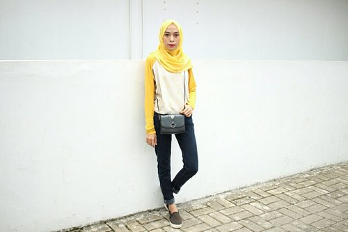 """<div class=""""photoCaption"""">yellow 👑  <a class=""""pink-url"""" target=""""_blank"""" href=""""http://m.clozette.co.id/search/query?term=ootd&siteseach=Submit"""">#ootd</a>  <a class=""""pink-url"""" target=""""_blank"""" href=""""http://m.clozette.co.id/search/query?term=ootdhijab&siteseach=Submit"""">#ootdhijab</a>  <a class=""""pink-url"""" target=""""_blank"""" href=""""http://m.clozette.co.id/search/query?term=ootdhijaber&siteseach=Submit"""">#ootdhijaber</a>  <a class=""""pink-url"""" target=""""_blank"""" href=""""http://m.clozette.co.id/search/query?term=ootdhijabdaily&siteseach=Submit"""">#ootdhijabdaily</a>  <a class=""""pink-url"""" target=""""_blank"""" href=""""http://m.clozette.co.id/search/query?term=hijabers&siteseach=Submit"""">#hijabers</a>  <a class=""""pink-url"""" target=""""_blank"""" href=""""http://m.clozette.co.id/search/query?term=clozette&siteseach=Submit"""">#clozette</a>  <a class=""""pink-url"""" target=""""_blank"""" href=""""http://m.clozette.co.id/search/query?term=clozetteid&siteseach=Submit"""">#clozetteid</a>  <a class=""""pink-url"""" target=""""_blank"""" href=""""http://m.clozette.co.id/search/query?term=clozetteco&siteseach=Submit"""">#clozetteco</a>  <a class=""""pink-url"""" target=""""_blank"""" href=""""http://m.clozette.co.id/search/query?term=starclozette&siteseach=Submit"""">#starclozette</a>  <a class=""""pink-url"""" target=""""_blank"""" href=""""http://m.clozette.co.id/search/query?term=ootdstreet&siteseach=Submit"""">#ootdstreet</a>  <a class=""""pink-url"""" target=""""_blank"""" href=""""http://m.clozette.co.id/search/query?term=mycloset&siteseach=Submit"""">#mycloset</a>  <a class=""""pink-url"""" target=""""_blank"""" href=""""http://m.clozette.co.id/search/query?term=ootdhijabstyle&siteseach=Submit"""">#ootdhijabstyle</a></div>"""