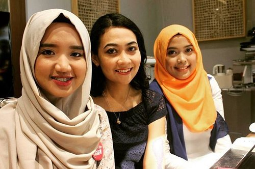 Enjoyed all makeup lessons include face charts and full recommended products from @lancomeid  #Hijab #Orange #Makeup #Friends #ClozetteID #Smile #Happy #Ladies
