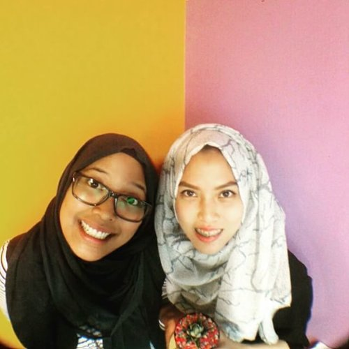 For us, food is an amazing thing that can make us happy... lol...Cc: @kakarensia#ClozetteId #GoDiscover #Foreverfriendship #Hijab #Buddy #Friends #Faces #instafriend