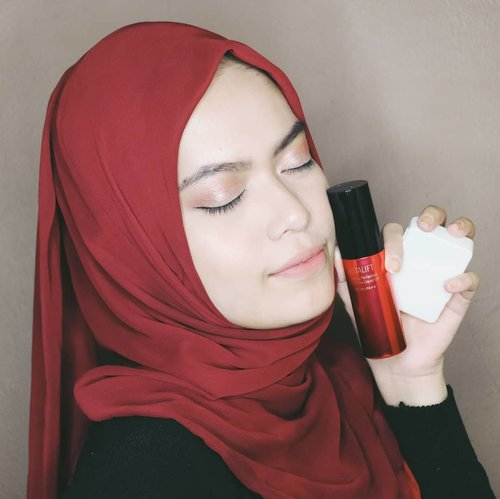Wearing Astalift Lighting Perfection Moist Pure Liquid UV❤ . Pertama kali coba Foundation ini, aku langsung suka sama hasilnya yg bikin kulitku jd flawless. Karena Astalift Lighting Perfection Moist Pure Liquid UV ini menggunakan teknologi lightening control, membuat complexion ku ini terlihat sama dengan di dalam ataupun di luar ruangan. Walaupun medium coverage, foundation ini build-able bgtt. . For more review about ASTALIFT Lighting Perfection Moist Pure Liquid UV, go checkout www.chacaannisa.com or direct link on my bio❤ . #ClozetteID #Makeup #AstaliftIndonesia #PhotogenicBeauty #ClozetteIDReview #AstaliftIndonesiaxClozetteID