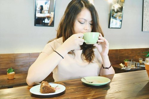 The best thing about waking up is knowing you have another cup of coffee to enjoy☕️ #mellysgarden #mellysgardenwarungkopi #warungkopimellys..📷: @isnadani
