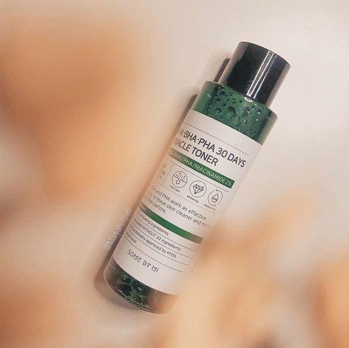 @SomeByMi 💚  MIRACLE TONER : Acid / exfoliating toner yang mengandung tiga acid (AHA, BHA, dan PHA). Toner ini bekerja dgn baik di wajahku, kulit wajahku jadi bersih dari komedo dan cukup baik dlm meredakan jerawat. Kalau rutin pakai, bisa bikin kulit wajah tampak lebih cerah dan halus jg.  TRUE CICA MINERAL 100 : Lightweight, calming and soothing, non sticky, good for make up base, dan walau saat diaplikasikan ke wajah ada efek whitecast nya tapi lama kemalamaan jadi menyatu bgt dgn kulit wajahku. ✨  #SomeByMi #SomeByMiToner #SomeByMiTrueCicaMineral100 #SomeByMiSuncream #Skincare #WhatsUlpahReview #BJournalByMaryahUlpah