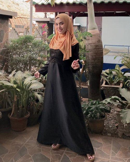 Aku lagi pake dress dari @AloraIndonesia nih. Dressnya bagus deh elegan gitu cocok buat dipake kondangan atau acara-acara gitu 😍Nah, @AloraIndonesia juga lagi adain giveaway loh. Caranya gampang banget, follow akun @AloraIndonesia, cek postingan giveaway nya, dan ikutin ketentuan yang tertera di postingan giveaway nya @AloraIndonesia 💕#AloraGiveaway #AloraIndonesia