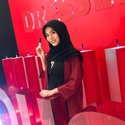 Attending YSL Event at YSL Pop Up Store, Senayan City. I'm trying their New Lipstick, New Rouge Pur Couture The Sheer Slim Matte ❤️ For your information YSL Boutique will be opening soon on November at Senayan City! Yeay ✨#dressedinrouge #yslbeauty #yslbeautyid@yslbeauty @beautynesia.id