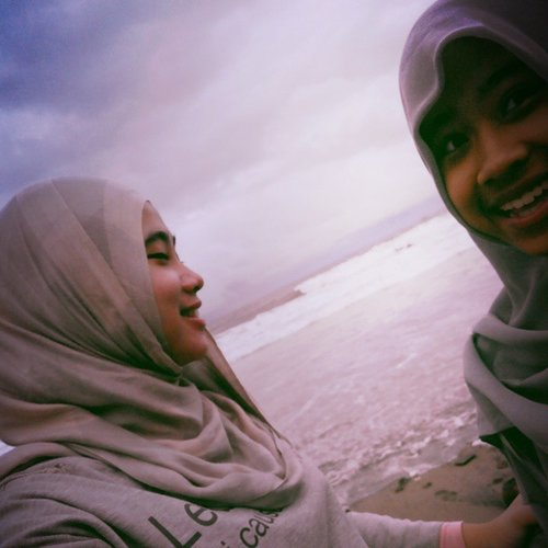 Edisi masi mantai... #holiday #travelling #beach #indonesia #hijab #CLOZETTEID