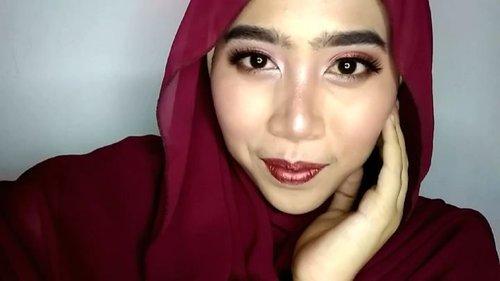 Another makeup tutorial. Kali ini pake 2 warna eyeshadow aja. Lalu pake gincu yang senada sama eyeshadow.  Lipcreamnya pake @zoyacosmetics Beatrix, sempet lupa kalo punya lipcream sebagus ini 😅. … … … …  #indovidgram #beautygram #videomakeup #videodandan #1minutemakeup  #festivemakeup #makeuptutorial #makeupjunkie #ponororogovidgram #makeuptutorial  #indobeautygram #beautybloggerindonesia #beautyblogger #bloggerponorogo  #wakeupformakeup  #naturalmakeup #glammakeup #clozetteid #ivgbeauty #setterspace #makeupforhijab #indomakeup_squad #bunnyneedsmakeup #hijabandmakeup #motd #muaponorogo #Ponorogo #beautylosophy #teambvid … @beautiesquad @setterspace @indobeautygram @beautylosophy @bvlogger.id @bloggerceriaid @indobeautysquad @beautybloggerindonesia @indomakeup_squad @bunnyneedsmakeup