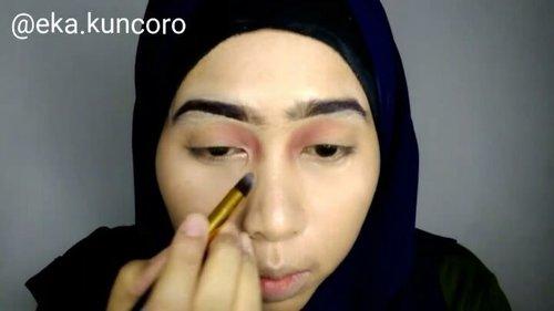 Lagi pengen pake eyeshadow di inner corner, gapapa kan. Gapapa dooong...Product:- buat alis, eyeshadow, shading hidung dan highlight pake @lagirlindonesia Nudes Eyeshadow Palette- She De Ell Concealer- @milanicosmetics Foundation - @inezcosmetics untuk eyeshadow dan eyeliner (campur vaseline) - @marckscosmeticind - @fanbocosmetics blush on- @sariayu_mt Lipstick Reog 1 + @mineralbotanica lipcream Nectarine...🎵🎵 Air dan Api - @naifband#7D7V#makeuptutorial  #indobeautygram #beautybloggerindonesia #beautyblogger #bloggerponorogo  #wakeupformakeup  #naturalmakeup #glammakeup #clozetteid #ivgbeauty #setterspace #makeupforhijab #hijabandmakeup #motd #muaponorogo #Ponorogo #beautylosophy #teambvid @indobeautygram @beautylosophy @bvlogger.id @bloggerceriaid @emak2blogger