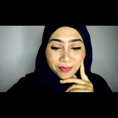"Mbak, alat yang dipake kok itu-itu aja?""Itu-itu  aja"" belum kepake semua lho dek, bingung ngabisinnya 😞😞😟. Sumbang sini deh.…………Product:- buat alis, eyeshadow, shading hidung dan highlight pake @lagirlindonesia Nudes Eyeshadow Palette- She De Ell Concealer- @milanicosmetics Foundation - @inezcosmetics untuk eyeshadow dan eyeliner (campur vaseline) - @marckscosmeticind - @fanbocosmetics blush on- @sariayu_mt Lipstick Reog 1 + @mineralbotanica lipcream Nectarine...#makeuptutorial  #indobeautygram #beautybloggerindonesia #beautyblogger #bloggerponorogo  #wakeupformakeup  #naturalmakeup #glammakeup #clozetteid #ivgbeauty #setterspace #makeupforhijab #hijabandmakeup #motd #muaponorogo #Ponorogo #beautylosophy #teambvid @indobeautygram @beautylosophy @bvlogger.id @bloggerceriaid @emak2blogger"