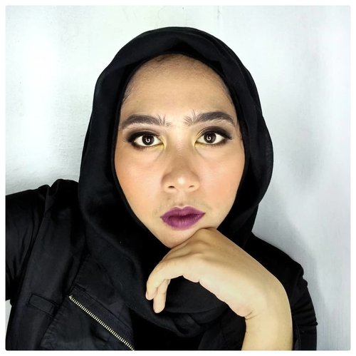 "<div class=""photoCaption"">Sisters!! ⠀Libur telah tiba? Selamat berlibur. ⠀Tutorialnya udah ada sih, beberapa minggu yang lalu, bisa scroll di profile ku ya sisters, 😁.⠀⠀Produk ⠀⠀⠀⠀🍦@Ltpro_official Eyebrow Cream⠀🍦Viva Cosmetics Cover Up (Concealer) ⠀⠀🍦@Shuuemura Petal Skin Foundation ⠀⠀🍦@latulipecosmetiques_ Contouring Kit⠀⠀🍦Viva Cosmetics Loose Powder⠀⠀🍦@inezcosmetics Eyeshadow Palette⠀⠀🍦City Color Cosmetics Eyeshadow Palette⠀⠀🍦@mizzucosmetics Black Eyeliner ⠀⠀🍦@Maybelline Mascara⠀⠀🍦@silkygirl_id Lip Liner⠀⠀🍦@nyxcosmetics_indonesia  Soft Matte Lipcream⠀⠀⠀⠀ <a class=""pink-url"" target=""_blank"" href=""http://m.id.clozette.co/search/query?term=clozetteid&siteseach=Submit"">#clozetteid</a>  <a class=""pink-url"" target=""_blank"" href=""http://m.id.clozette.co/search/query?term=blackmakeup&siteseach=Submit"">#blackmakeup</a>  <a class=""pink-url"" target=""_blank"" href=""http://m.id.clozette.co/search/query?term=motd&siteseach=Submit"">#motd</a>  <a class=""pink-url"" target=""_blank"" href=""http://m.id.clozette.co/search/query?term=blackeyeshadow&siteseach=Submit"">#blackeyeshadow</a>  <a class=""pink-url"" target=""_blank"" href=""http://m.id.clozette.co/search/query?term=boldlips&siteseach=Submit"">#boldlips</a>  <a class=""pink-url"" target=""_blank"" href=""http://m.id.clozette.co/search/query?term=darkmakeup&siteseach=Submit"">#darkmakeup</a>  <a class=""pink-url"" target=""_blank"" href=""http://m.id.clozette.co/search/query?term=blackhijab&siteseach=Submit"">#blackhijab</a>  <a class=""pink-url"" target=""_blank"" href=""http://m.id.clozette.co/search/query?term=hijabandmakeup&siteseach=Submit"">#hijabandmakeup</a>  <a class=""pink-url"" target=""_blank"" href=""http://m.id.clozette.co/search/query?term=beautyindonesian&siteseach=Submit"">#beautyindonesian</a>  <a class=""pink-url"" target=""_blank"" href=""http://m.id.clozette.co/search/query?term=ragamkecantikan&siteseach=Submit"">#ragamkecantikan</a>  <a class=""pink-url"" target=""_blank"" href=""http://m.id.clozette.co/search/query?term=tampilcantik&siteseach=Submit"">#tampilcantik</a>  <a class=""pink-url"" target=""_blank"" href=""http://m.id.clozette.co/search/query?term=tutorialmakeup&siteseach=Submit"">#tutorialmakeup</a> ⠀⠀⠀⠀⠀⠀ <a class=""pink-url"" target=""_blank"" href=""http://m.id.clozette.co/search/query?term=beautiesquad&siteseach=Submit"">#beautiesquad</a>  <a class=""pink-url"" target=""_blank"" href=""http://m.id.clozette.co/search/query?term=beautyranger&siteseach=Submit"">#beautyranger</a>  <a class=""pink-url"" target=""_blank"" href=""http://m.id.clozette.co/search/query?term=kbbvmember&siteseach=Submit"">#kbbvmember</a>  <a class=""pink-url"" target=""_blank"" href=""http://m.id.clozette.co/search/query?term=beautygoers&siteseach=Submit"">#beautygoers</a>  <a class=""pink-url"" target=""_blank"" href=""http://m.id.clozette.co/search/query?term=indovidgram&siteseach=Submit"">#indovidgram</a>  <a class=""pink-url"" target=""_blank"" href=""http://m.id.clozette.co/search/query?term=makeupparty&siteseach=Submit"">#makeupparty</a></div>"