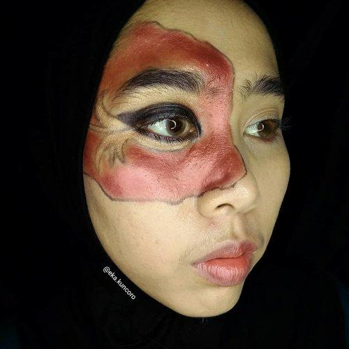 Eye makeup, inspirasi dari #katnisseverdeen yes film Hunger Games. Beberapa hari lagi bakal bikin look Dari film yang sama. . . Produk: ° @lagirlindonesia HD Foundation Natural ° @marckscosmeticind Loose Powder ° @inezcosmetics Profesional Eyeshadow Palette ° @wardahbeauty Eyeliner Cream Black . . . #beautiesquad #hungergames #100daysmakeupchallenge #beautyjunkie #makeuptutorial #beautyenthusiast #clozetteid