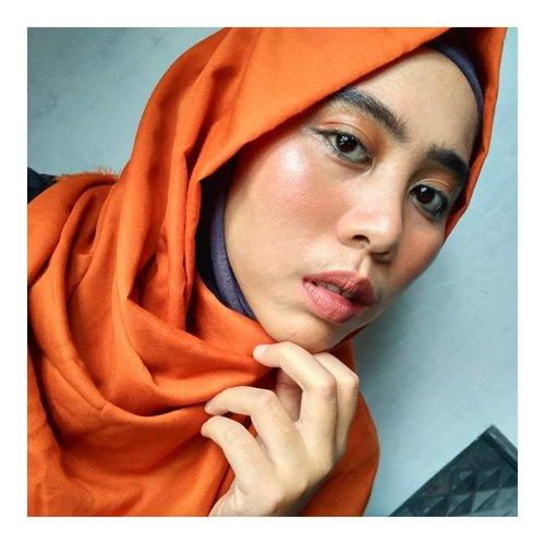 Yah, liburnya udahan ya 😣. Oh hai Sisters!!!!Semoga harimu selalu menyenangkan,😘. [Produk]🍍@laneige_kr BB Cushion🍍@viva.cosmetics Loose Powder🍍@inezcosmetics Eyeshadow Palette untuk blush on🍍@f2f.cosmetics matte lipstick, 09 Carrot Cake untuk mata. 10 Persimmon Pie untk bibir.🍍@qlcosmetic Eyebrow Cream🍍@mizzucosmetics eyeliner pencil#orangemakeuplook #simplemakeuplook #summermakeup #cantikgakharusnatural#cantikitugakharusputih#beautiesquad  #setterspace #beautybloggerindonesia #teambvid #bunnyneedsmakeup #bvloggerid #clozetteid #indobeautygram #beautygramindonesia #wakeupformakeup #makeuptutorial #bloggerceriaid  #100daysmakeupchallenge  #kbbvfeatured #beautygoersid  #beautyguruindonesia #beautychannelid #bloggermafia #beautygoers #hijabersbvloggerid #bloggirlsid  #beautyranger #boldmakeup