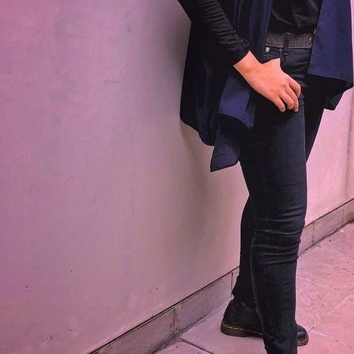Wow!  Ternyata hari ini sudah Sabtu. Sudah tanggal 24. Sudah mau libur panjang, walaupun tak ikut merasakan.   Siapa yang pas libur panjang malah tambah gak libur? 🙂🙂🙂🙂🙂🙂🙂🙂🙂🙂🙂🙂  Btw, buat yang punya hijab model pashmina instant, bisa buat dipakai sebagai outer lho. Cuma ya itu, lubang lengannya gede sebelah 😄  #clozetteID  #boots #blackootd #ootdhijab  #ootd #saturdayvibes